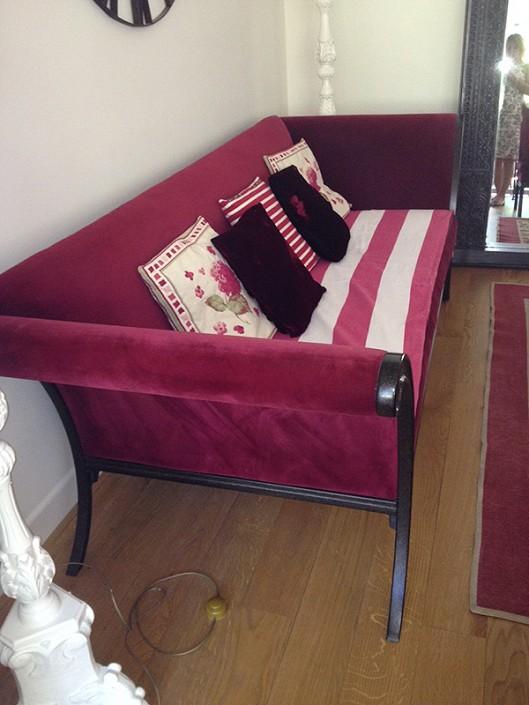 peinture plus clair pour réhausser la couleur du canapé