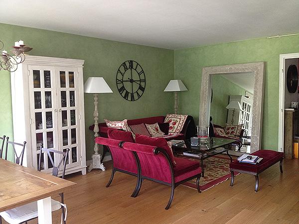 Ancien salon au couleur de l'ancien propriétaire