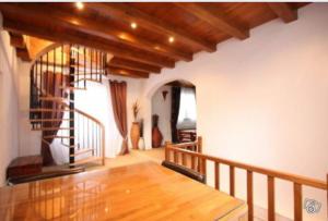 salle à manger pour aller à l'étage ou descendre