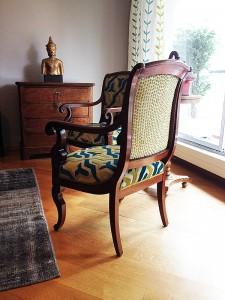 Tappisserie sur fauteuil différente des 2 côtéso