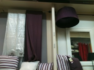Linge de maison aux nuances de gris et rayures