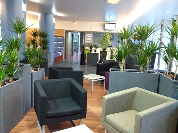 salle d'attente avec espace végétal