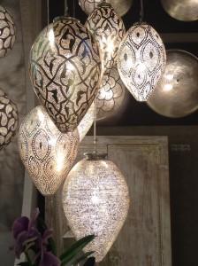 Luminaires en forme d'amande à motifs