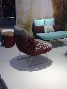 Chaise complémentée de coussins
