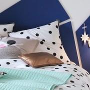 Une tête de lit en panneaux de bois 3Suisses