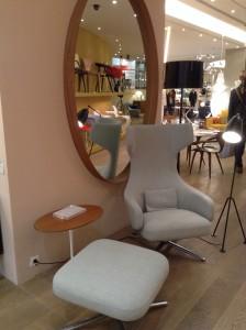 Mobilier contemporain fauteuil, miroir, lampadaire,